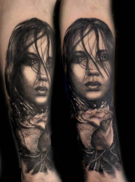 Tatouage Bras Femme Visage Idees De Tatouages Et Piercings